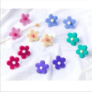 """❗️FREE❗️ EARRINGS """"BUTTON FLOWER POWER"""" NWT NEW"""